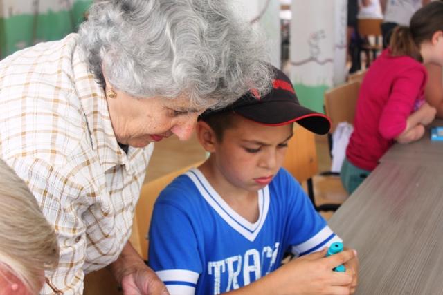 Centre intergeneraţionale - în sprijinul copiilor şi vârstnicilor din judeţul Galaţi