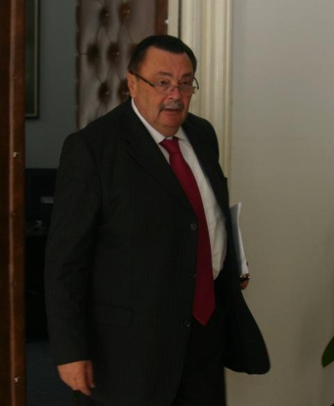 Gașca lui VP Dobre fuge ca dracul de tămâie de un sondaj privind candidații la parlamentare