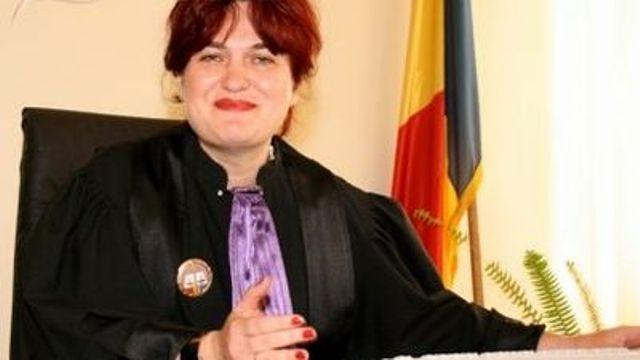 Președinta șantajabilă a CSM Mariana Ghena are misiunea să o excludă din magistratură pe judecătoarea Camelia Bogdan