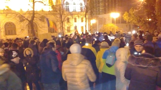 """Orașul roșu s-a revoltat împotriva """"ciumei roșii"""": 500 de gălățeni au manifestat contra grațierii corupților"""
