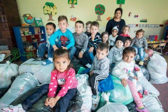 Ajută un copil sărac să meargă la școală - Let's Share & Care!