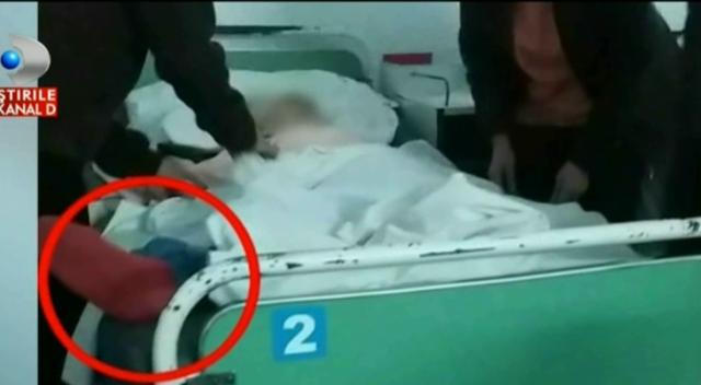 Felcerii din Spitalul Județean Galați au răstignit o băbuță de Paște cu acordul vraciului șef