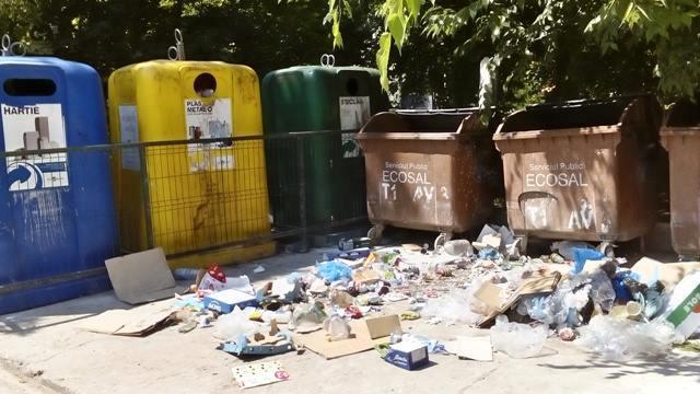 Gălățenii se implică greu în campania de semnături pentru implementarea colectării selective a deșeurilor menajere