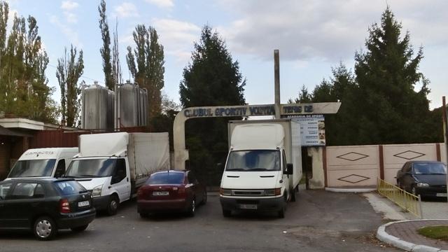 Firma nesimțită Gamacris ia cu japca domeniul public și își bagă camioanele în poarta vecinului