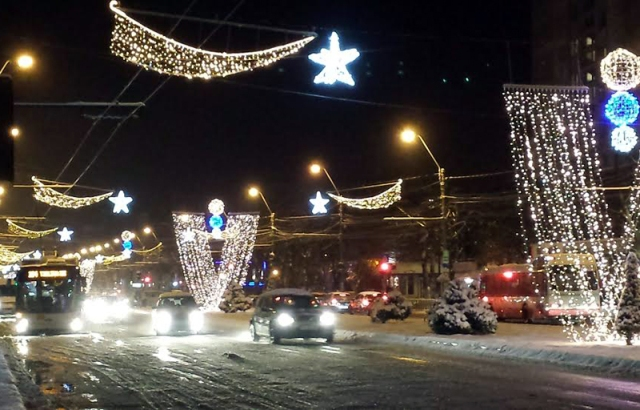 Iluminatul de sărbători rămâne o afacere bănoasă pentru primarul Ionuț Pucheanu