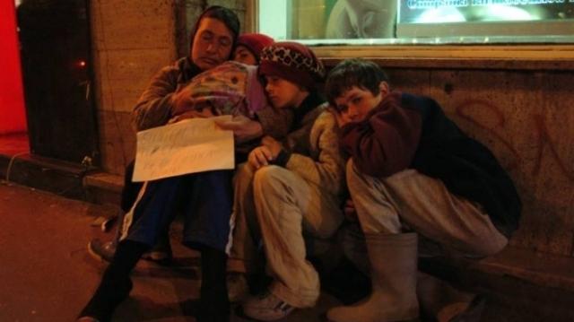 """Comunitatea """"Curățăm Galațiul"""" strânge haine pentru persoanele fără adăpost"""