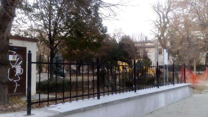 """Minisecuristul-primar Ionuț Pucheanu """"a pus cătușe florilor"""" din parcul Eminescu"""