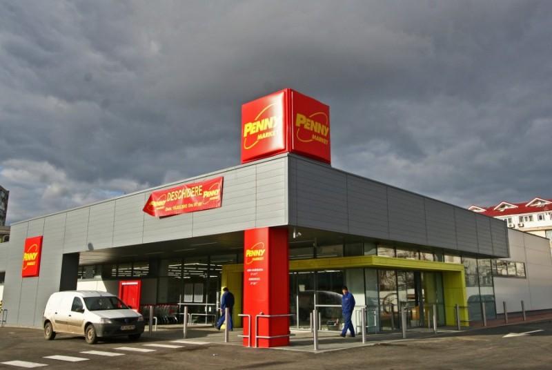 """Negustorii de la Penny își hărțuiesc cu """"caracatițe"""" clienții care vin cu mașina la cumpărături"""