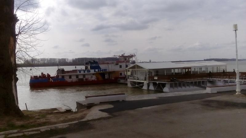 Mârlănia edilitară gălățeană progresează cu un ponton ancorat de pontonul de la Valurile Dunării
