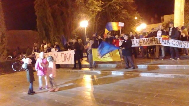 """Gălățenii au ieșit în stradă și avertizează din nou ciuma roșie: """"Jos labele de pe Justiție!"""""""