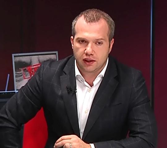 Incompetenții din Primăria Galați și-au fixat salarii mai mari ca al președintelui României