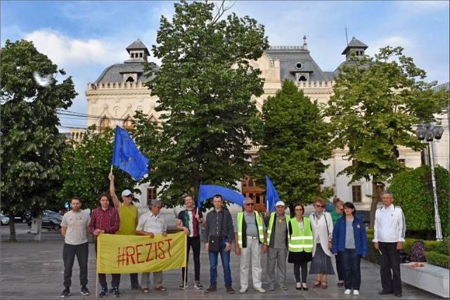 Protestatarii mișcării #Rezist Galați și-au expus doleanțele prefectului Gabriel Panaitescu