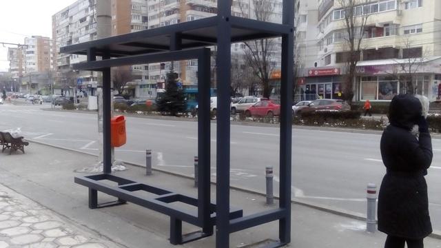 Mârlănia urbanistică promovată de primarul Pucheanu a ajuns și în stațiile de autobuz