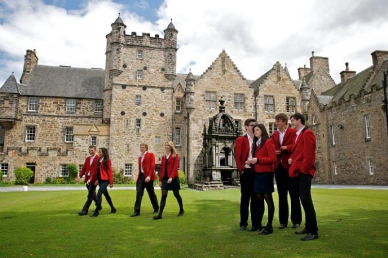 HMC Program – Program de burse de studiu în Marea Britanie pentru elevii de clasa a X-a