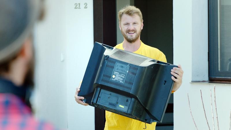 """""""Fii la tine-n țară la fel ca afară!"""" – campanie ECOTIC de colectare a deșeurilor de echipamente electrice"""