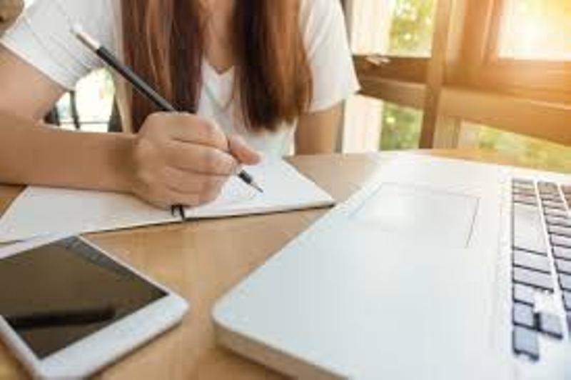 """""""Acces la educație"""" pentru orele online, într-o țară offline"""