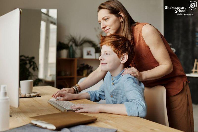Cum să hrănim stima de sine a copiilor și a tinerilor la școală și acasă