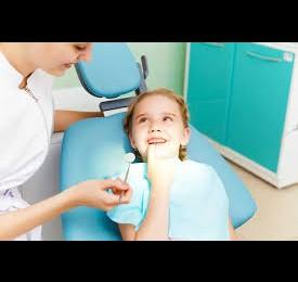 Peste 1.500 de medici dentişti oferă gratuit consultaţii și cupoane de reducere pentru pastă de dinți