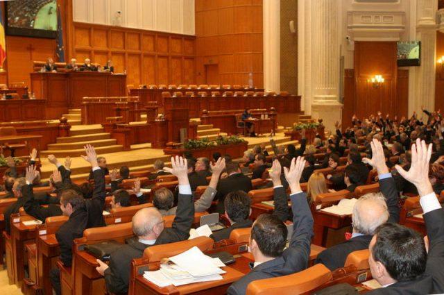Parlamentarii PSD afirmă fals că Iohannis întârzie de obicei bugetul – conform Factual, primul site de fact checking