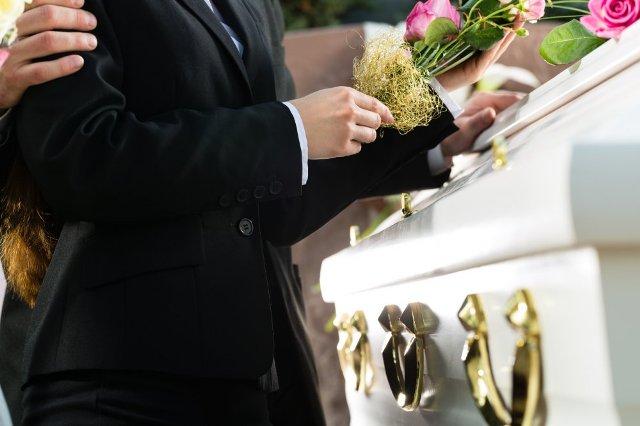 Criterii pentru alegerea firmei de pompe funebre (P)