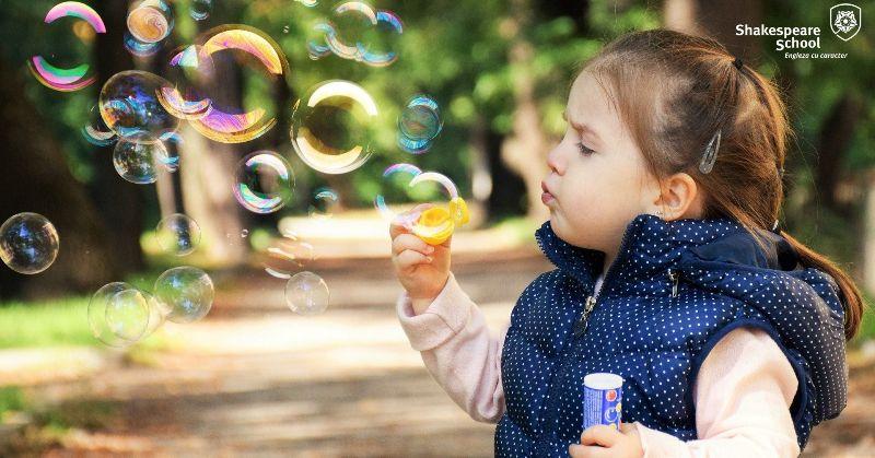 Cum îi ajutăm pe copii să gestioneze corect emoțiile cu care se confruntă