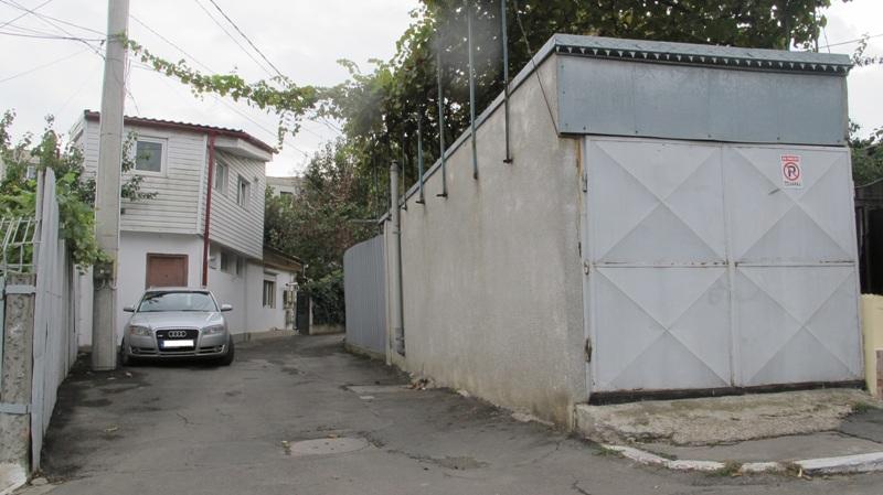 """""""Disciplina în construcții"""" a Poliției Locale are orbul găinilor la furtul din domeniul public de pe strada Smârdan"""